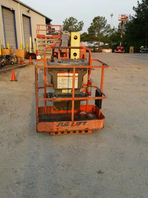 Detail photo of 2008 JLG E400AJP-N from Construction Equipment Guide