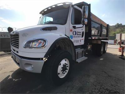 2016 Freightliner M2106