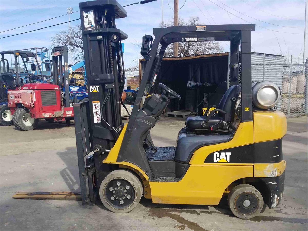 2010 Caterpillar C5000 - Engine-Driven Forklift Trucks